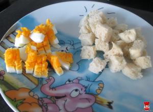 Chlieb s maslom a varené vajíčko