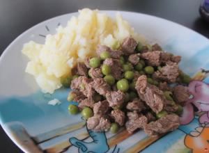 Hovädzie na hrášku so zemiakmi