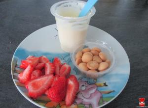 Jogurt s piškótami a jahody