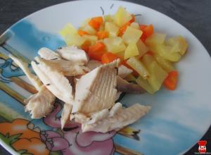 Pečený pstruh a zemiaky s mrkvou