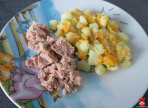 Tuniak so zemiakovým šalátom