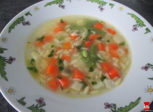 Zeleninová polievka s cestovinovou ryžou
