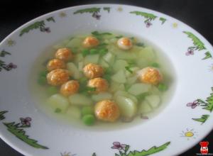 Zeleninová polievka s mrkvovými guľôčkami