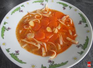 Zeleninová polievka so širokými rezancami